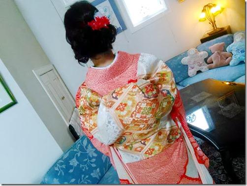 出張着付で総絞りの振袖にふくら雀を (1)