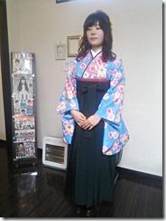 大学の卒業式に袴姿で (7)
