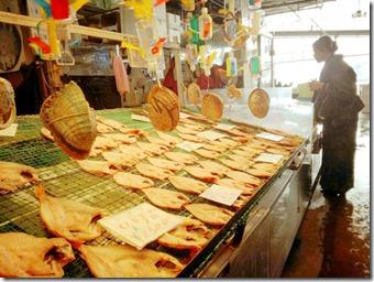 着物で寿司三昧の唐戸市場へ (3)