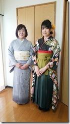 袴のお嬢様とお母様も着物で卒業式に (1)
