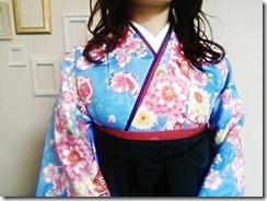 大学の卒業式に袴姿で (1)