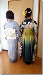 袴のお嬢様とお母様も着物で卒業式に (2)