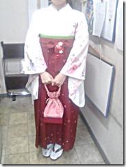 大学の卒業式に袴姿で (3)