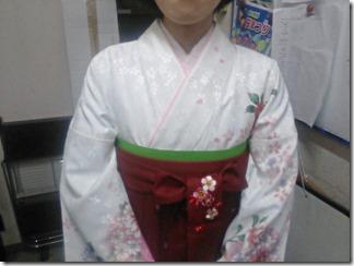 大学の卒業式に袴姿で (5)