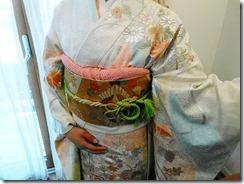 爽やかな色合いの振袖を着付に (3)