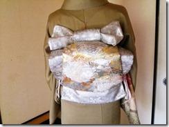 スッキリとした着付姿の出張着付 (1)