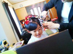 かわいい日本髪にメイクと着物で七五三参りに