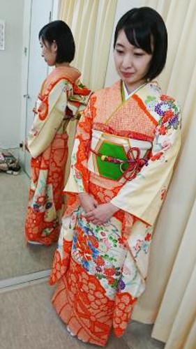 結婚式日和にハーツ五日市店で振袖着付け(*^^*)♪