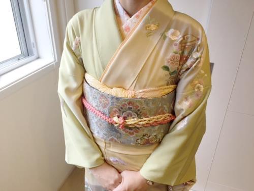 卒園式にスワトウ刺繍の華やかな着物