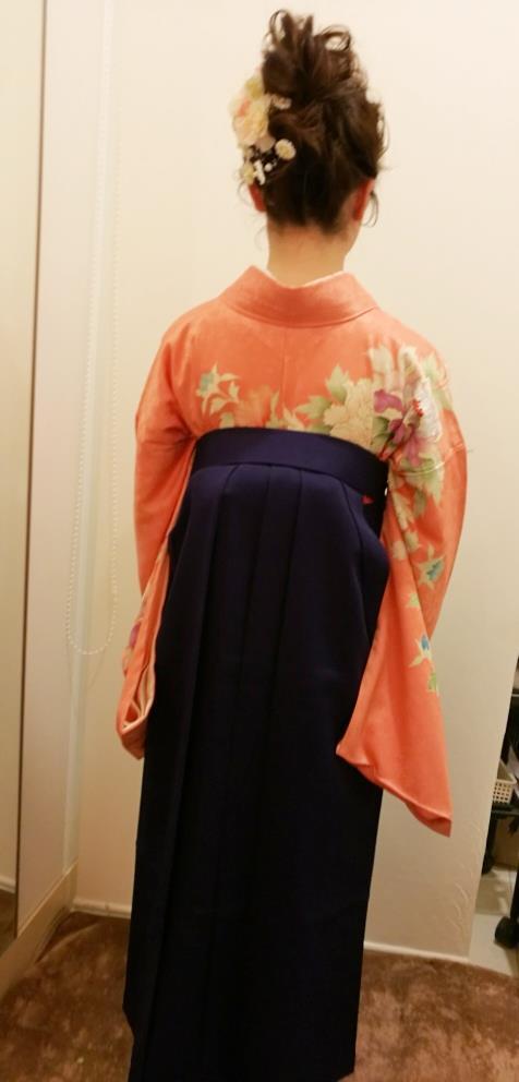 桜刺繍もかわいい袴で謝恩会へ (1)