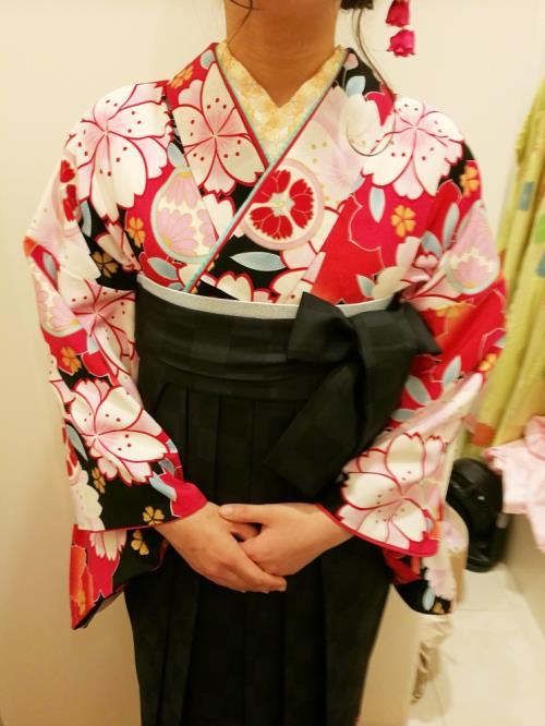 矢絣に桜の袴姿で卒業式と謝恩会へ(