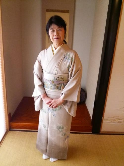 温品教室で着物に着替えて広島の式場へ