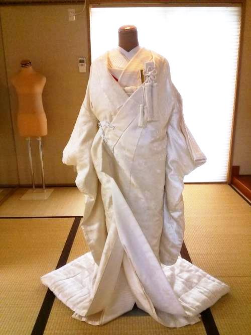 婚礼衣装の白無垢着付を練習中(^^)♪