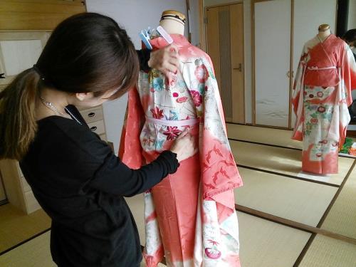 広島の着付け教室で美容師も成人式の振袖を練習(^^)♪