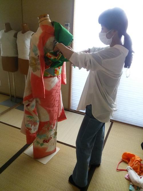 美容師さんも帯結び「蝶の舞」を練習(^^)♪