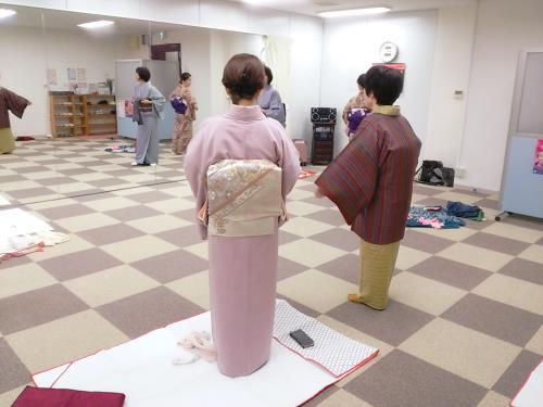 金曜日の夜と木曜日の昼にも着物着付け教室を開催(^^)♪