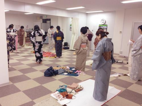 木曜日に広島リビングカルチャーの着付け教室(^o^)♪